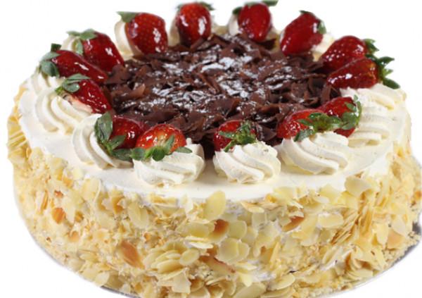 Strawberries & Cream Gateau - Cakes 2 U